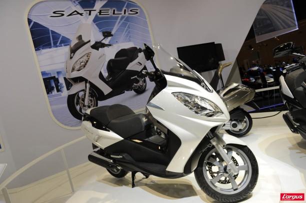 salon de la moto 2011 peugeot 125 satelis ii l 39 argus. Black Bedroom Furniture Sets. Home Design Ideas