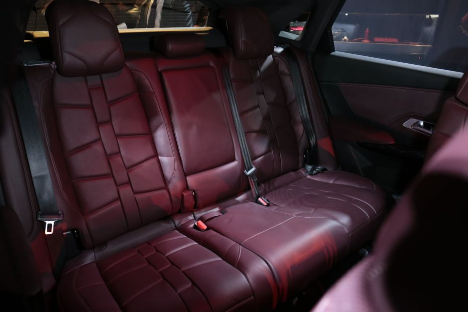 le ds7 crossback face aux suv premium audi mercedes et volvo photo 29 l 39 argus. Black Bedroom Furniture Sets. Home Design Ideas