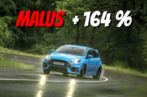 Ford Focus RS bleue 2017 en glisse