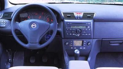 Fiat Stilo 1.8 16V Dynamic 3 p. Ford Focus 2.0 Trend 3 p. : pPresque ...
