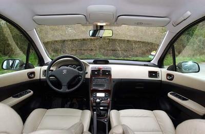 Toyota corolla 1 6 linea sol peugeot 307 1 6 xt premium for Interieur 307