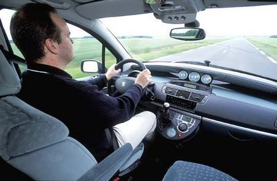 Peugeot 807 2 2 hdi sv renault espace 2 2 dci privil ge for Interieur 807 peugeot