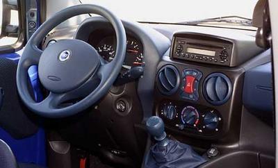 Opel combo tour 1 6 comfort fiat doblo 1 6 16v elx for Fiat doblo interieur