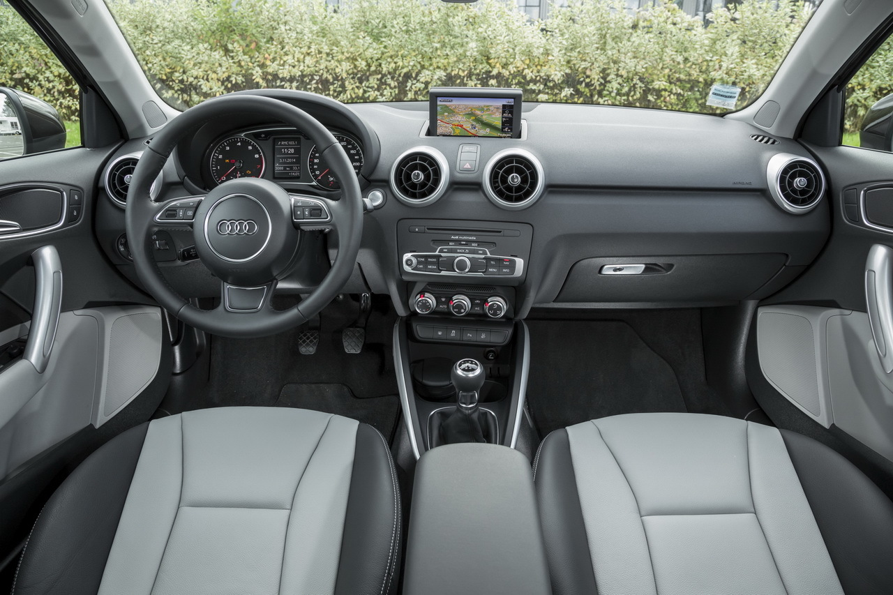 Essai comparatif mini cooper 5 portes vs audi a1 for Interieur sport cabaye