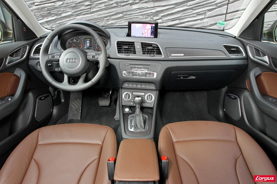 Essai comparatif l 39 audi q3 affronte le land rover evoque for Audi q3 photos interieur