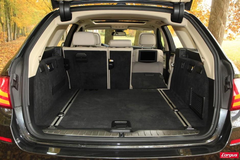 match bmw 520d touring mercedes e220 cdi sw photo 22 l 39 argus. Black Bedroom Furniture Sets. Home Design Ideas
