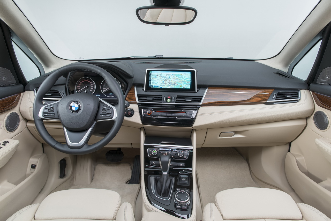 Bmw s rie 2 active tourer 2014 photos du premier for Bmw serie 7 interieur