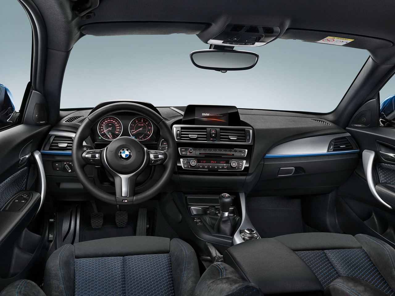 nouvelle bmw s rie 1 2015 plus de photos et une vid o photo 15 l 39 argus. Black Bedroom Furniture Sets. Home Design Ideas