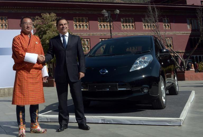 Carlos_et_le-premier-ministre-du-bhoutan-