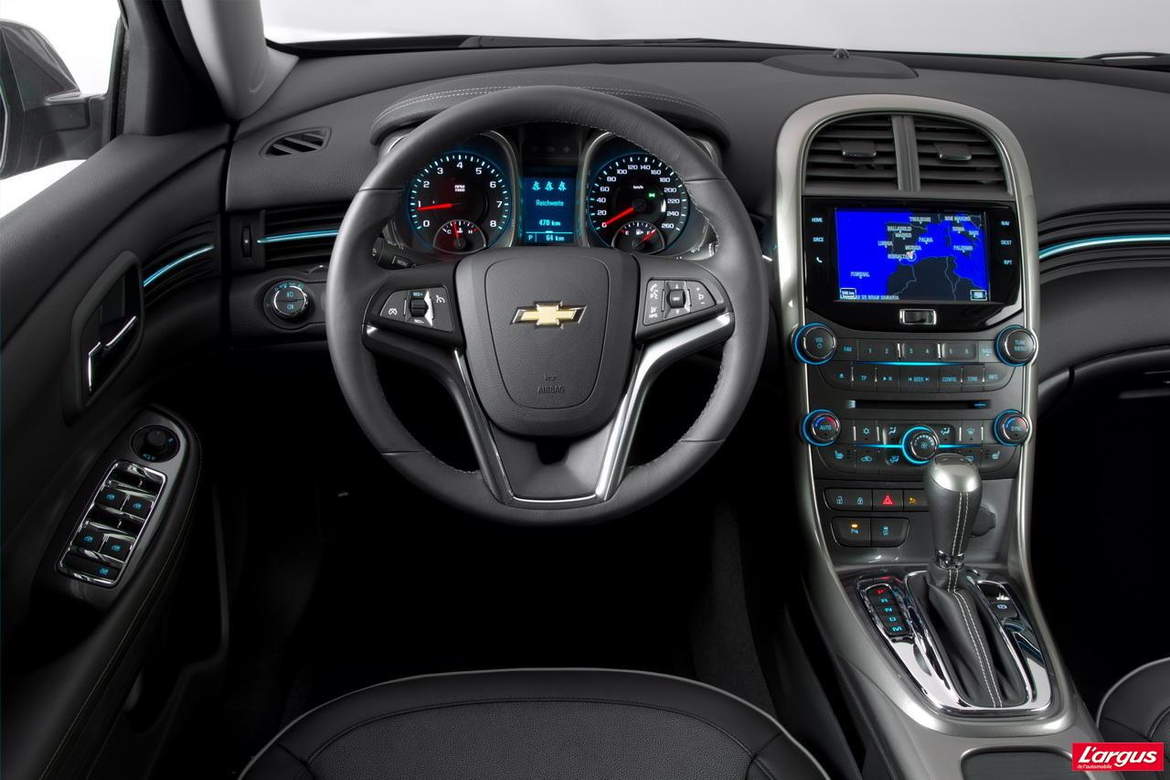 Chevrolet Malibu Dans La Cour Des Grandes Mondial De L