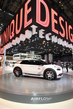 la citro n c4 cactus airflow concept au mondial de l 39 automobile l 39 argus. Black Bedroom Furniture Sets. Home Design Ideas
