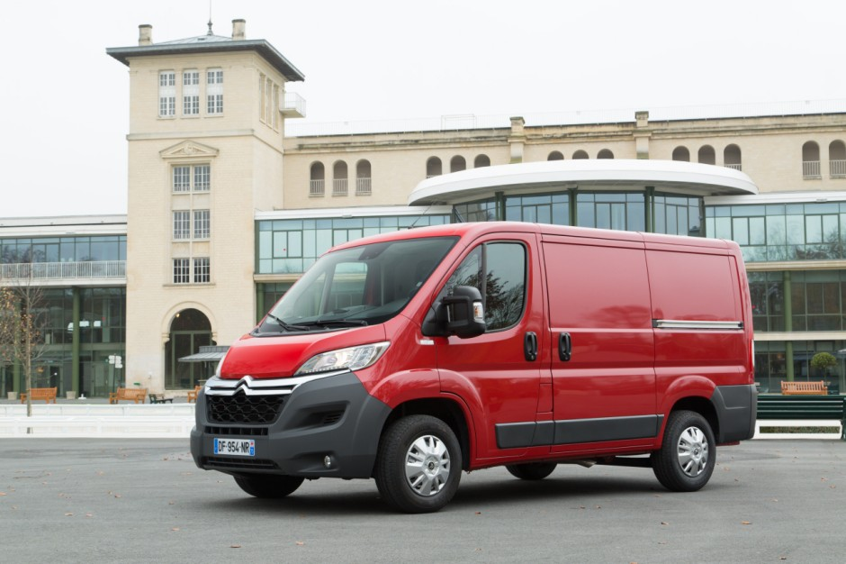 le renault trafic lu utilitaire de l 39 ann e 2015 photo 1 l 39 argus. Black Bedroom Furniture Sets. Home Design Ideas
