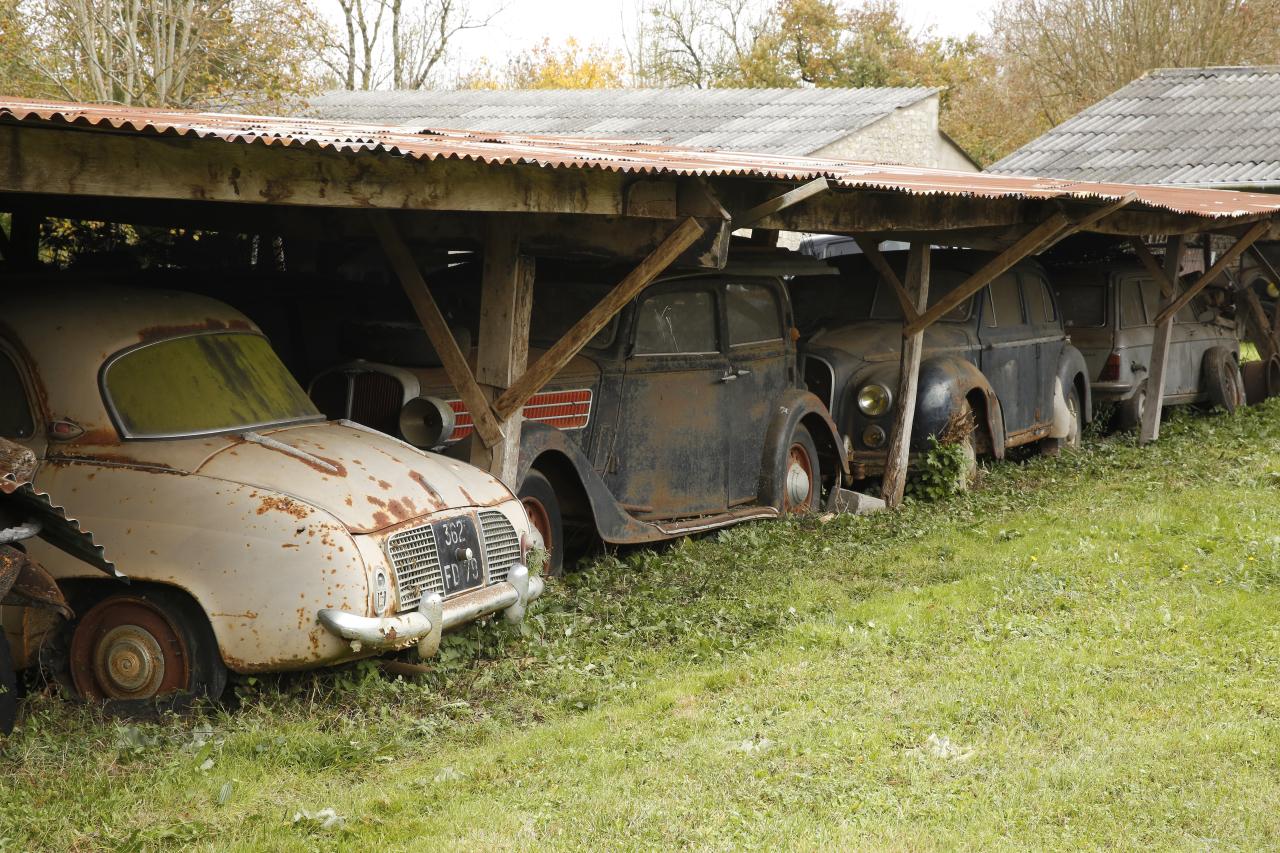 voitures anciennes un tr sor cach vendu aux ench res photo 24 l 39 argus. Black Bedroom Furniture Sets. Home Design Ideas