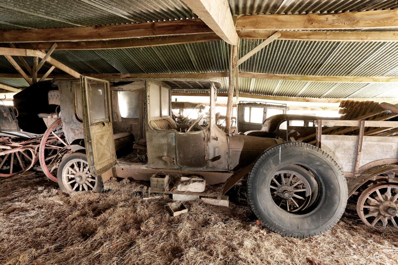 voitures anciennes un tr sor cach vendu aux ench res photo 15 l 39 argus. Black Bedroom Furniture Sets. Home Design Ideas