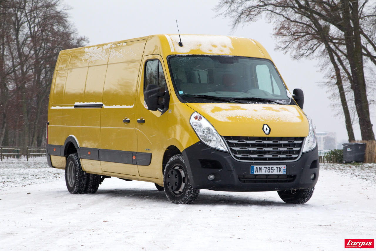 le renault master lu utilitaire de l 39 ann e photo 2 l 39 argus. Black Bedroom Furniture Sets. Home Design Ideas
