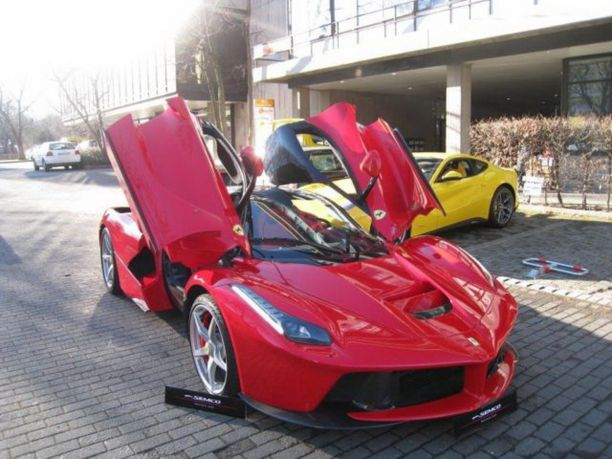 ferrari d 39 occasion le prix de laferrari cr ve le plafond l 39 argus. Black Bedroom Furniture Sets. Home Design Ideas