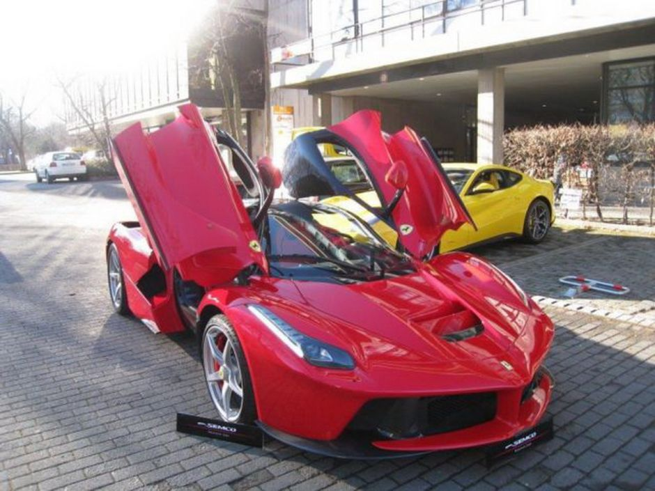 ferrari d 39 occasion le prix de laferrari cr ve le plafond photo 5 l 39 argus. Black Bedroom Furniture Sets. Home Design Ideas