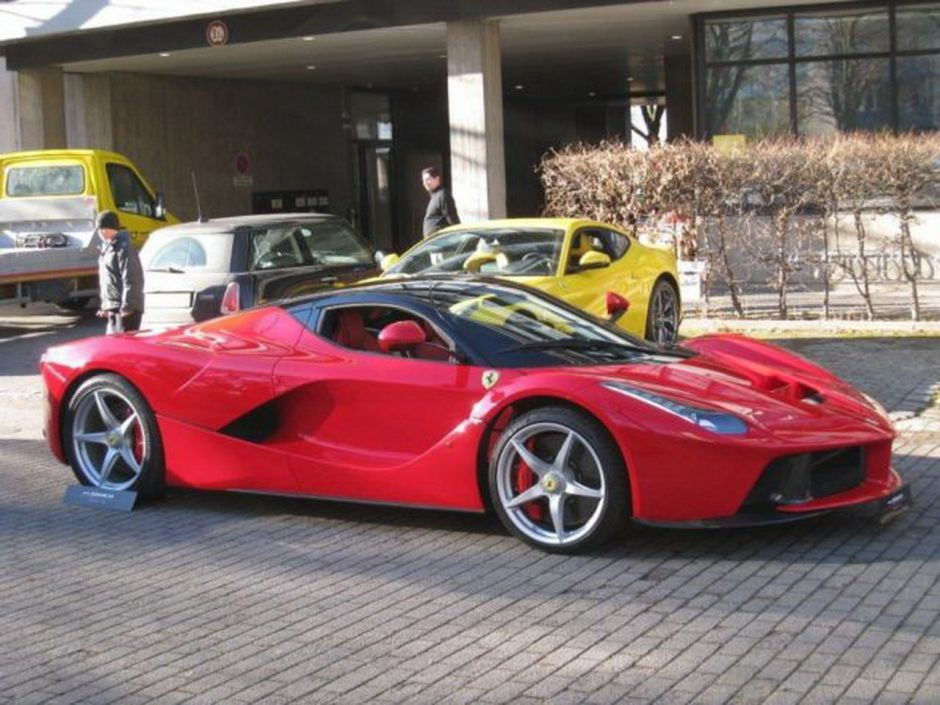 ferrari d 39 occasion le prix de laferrari cr ve le plafond photo 7 l 39 argus. Black Bedroom Furniture Sets. Home Design Ideas