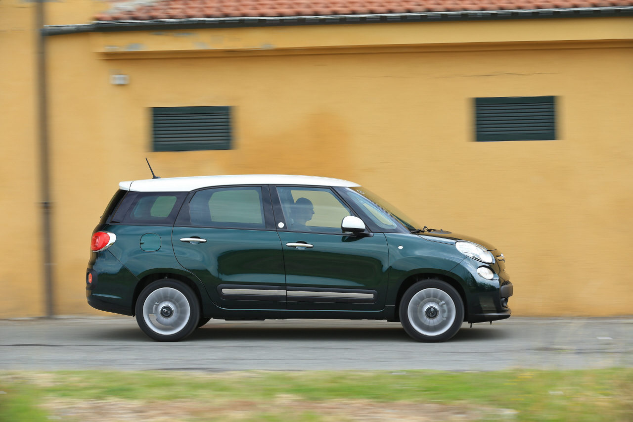 fiat 500l living face au lodgy et l 39 altea l 39 argus. Black Bedroom Furniture Sets. Home Design Ideas