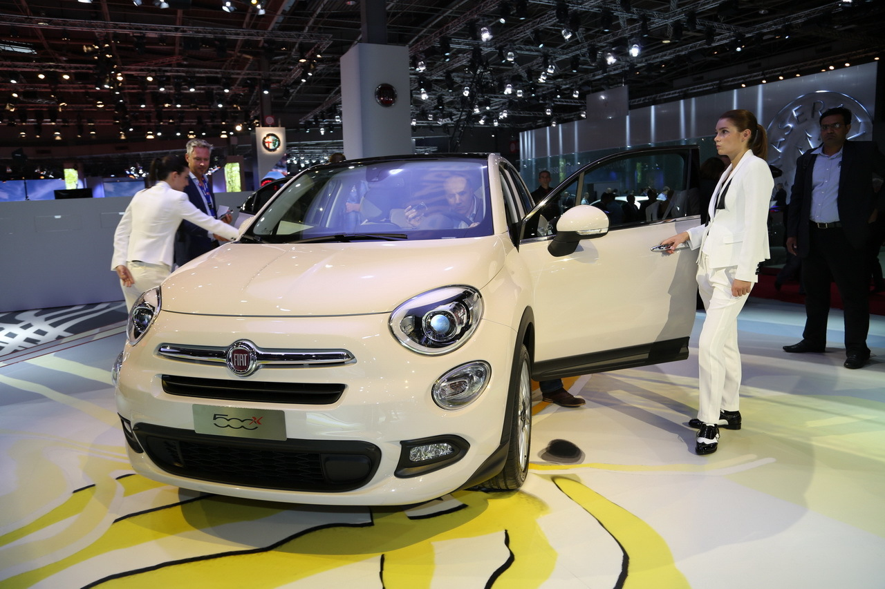 la fiat 500 x en photos et vid o au mondial de l 39 auto l 39 argus. Black Bedroom Furniture Sets. Home Design Ideas