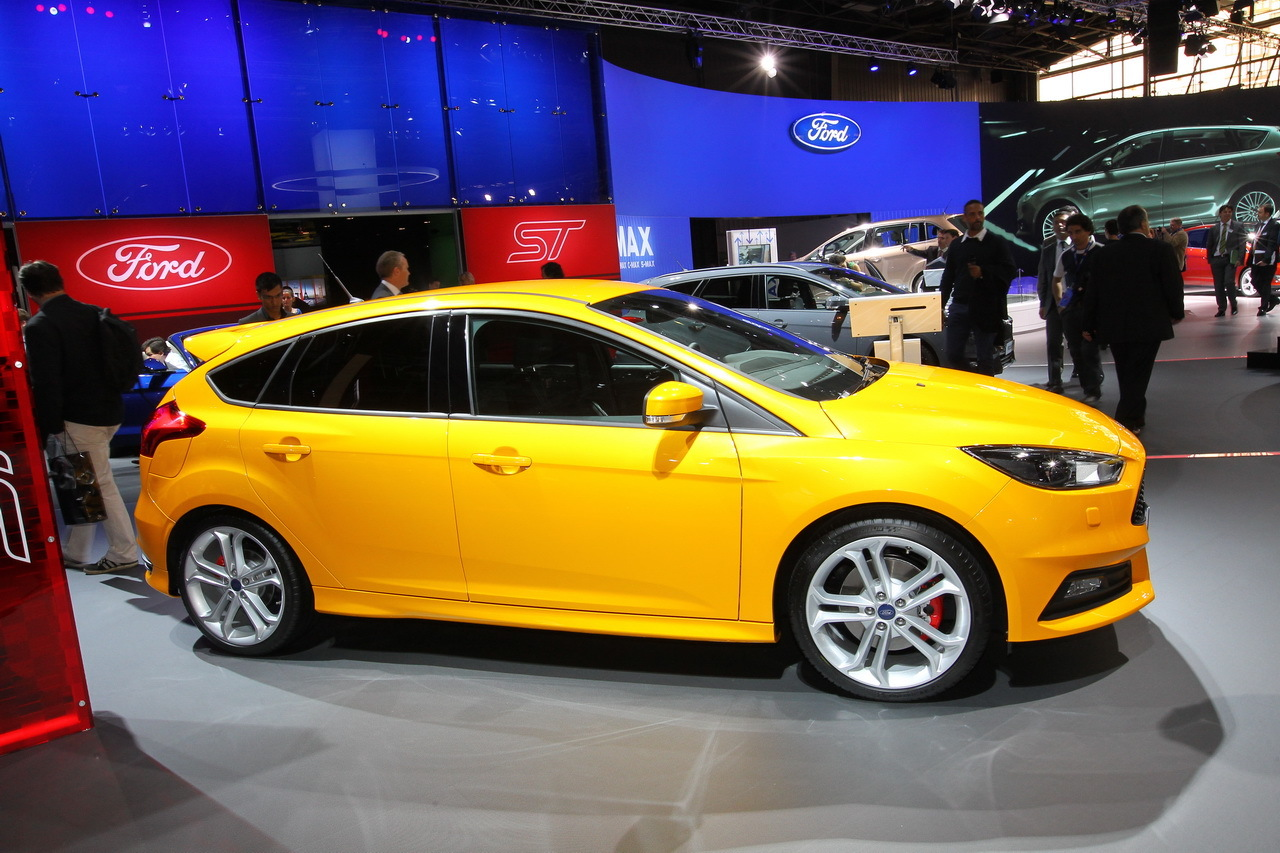 la ford focus st voit double au mondial de paris l 39 argus. Black Bedroom Furniture Sets. Home Design Ideas