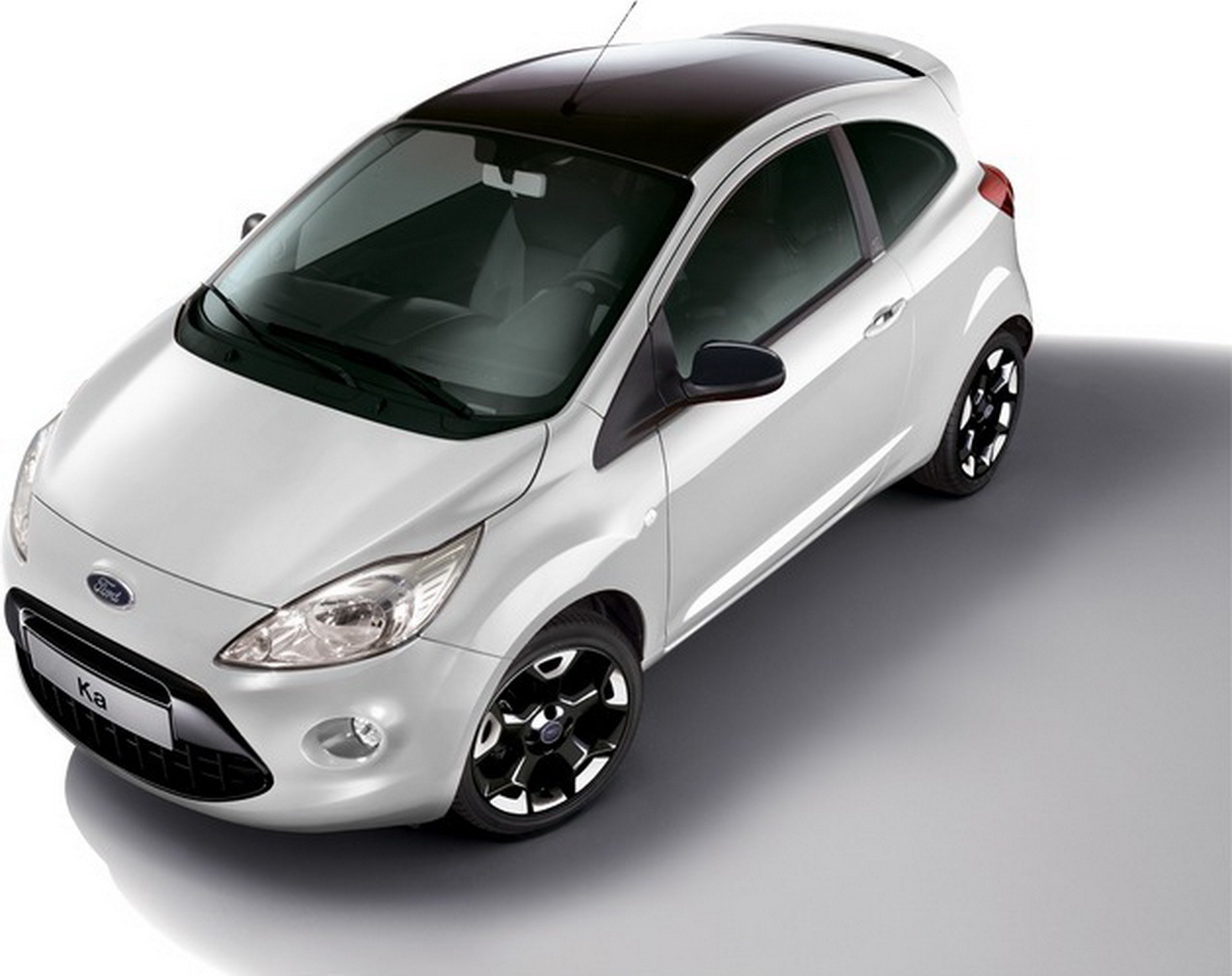 ford ka black white edition 2015 nouvelle s rie. Black Bedroom Furniture Sets. Home Design Ideas
