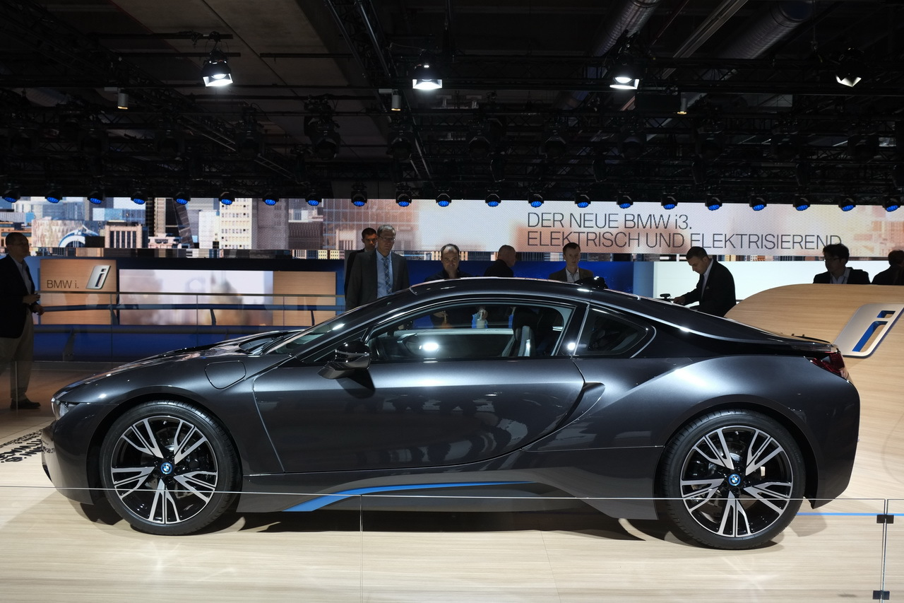 bmw i8 une sportive hybride fond sur l 39 efficience salon de francfort 2013. Black Bedroom Furniture Sets. Home Design Ideas