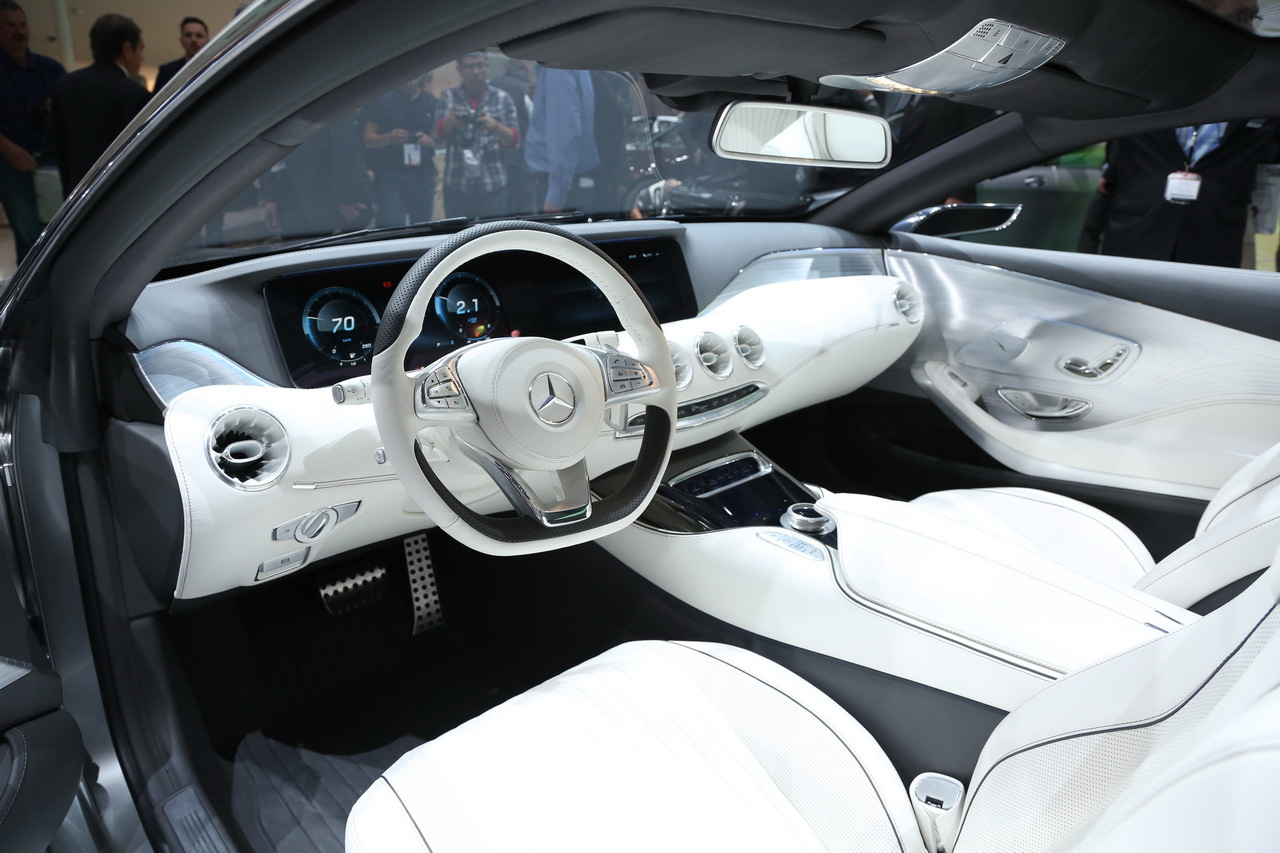 Une belle et luxueuse surprise sur le stand mercedes for Mercedes classe s interieur