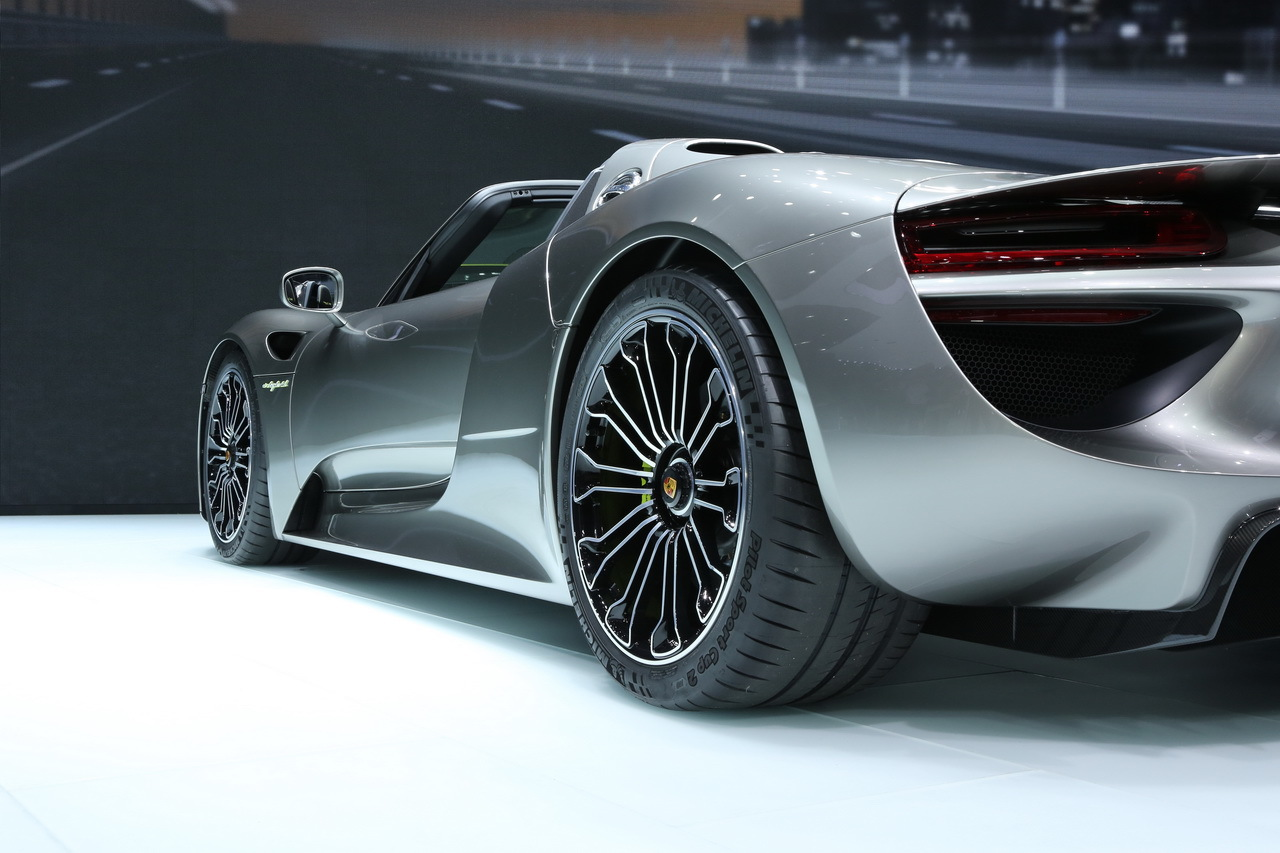 porsche 918 spyder une supercar hybride de 887 chevaux factur e 775 000 euros salon de. Black Bedroom Furniture Sets. Home Design Ideas
