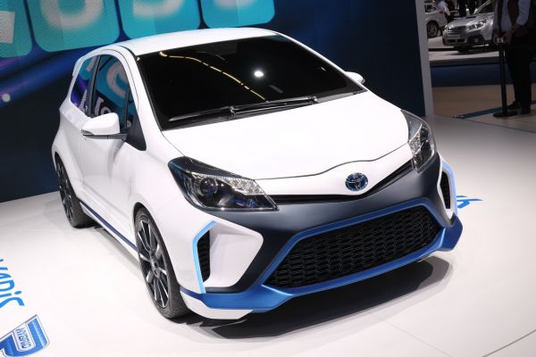 toyota yaris hybrid r actualit essais cote argus. Black Bedroom Furniture Sets. Home Design Ideas