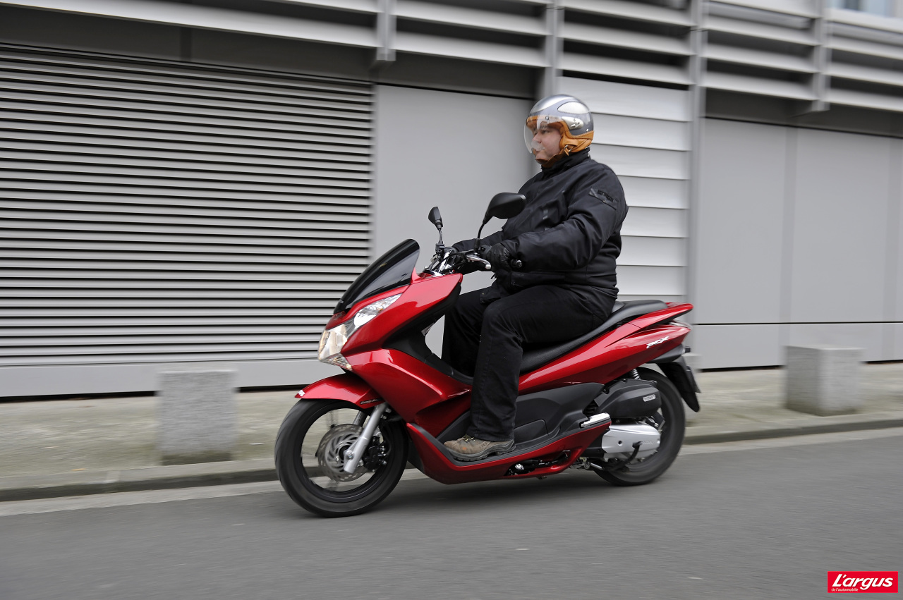 honda pcx 125 un scooter urbain encore plus conomique   photo 1   l argus
