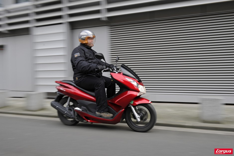 honda pcx 125 un scooter urbain encore plus conomique photo 2 l 39 argus. Black Bedroom Furniture Sets. Home Design Ideas