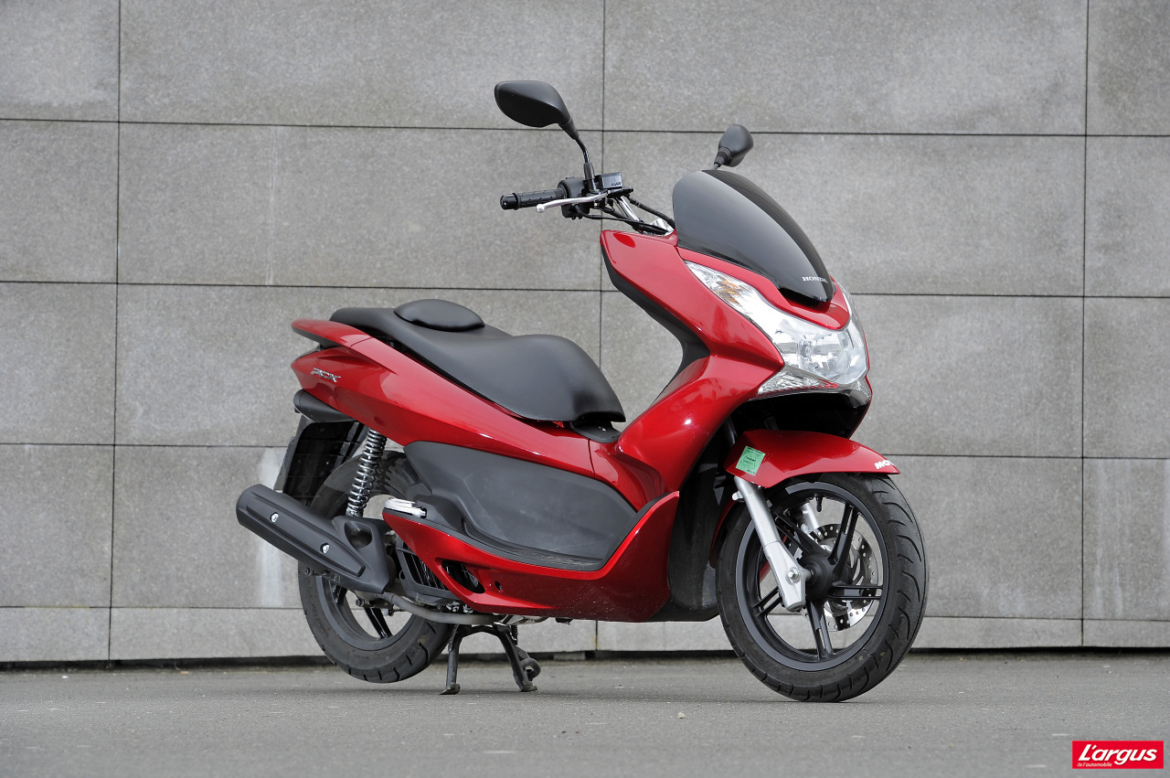 honda pcx 125 un scooter urbain encore plus conomique. Black Bedroom Furniture Sets. Home Design Ideas