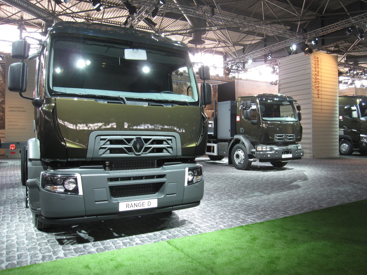 tout sur les nouveaux camions de renault trucks photo 2. Black Bedroom Furniture Sets. Home Design Ideas