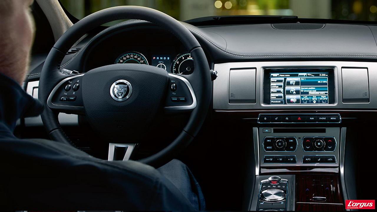 jaguar xj incontournables mondial de l 39 auto 2012. Black Bedroom Furniture Sets. Home Design Ideas