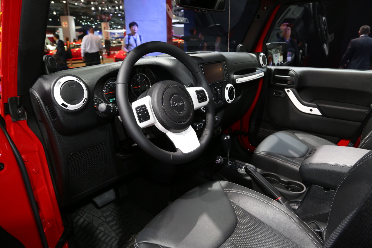 Mondial auto 2014 jeep wrangler s rie sp ciale x photo for Interieur jeep