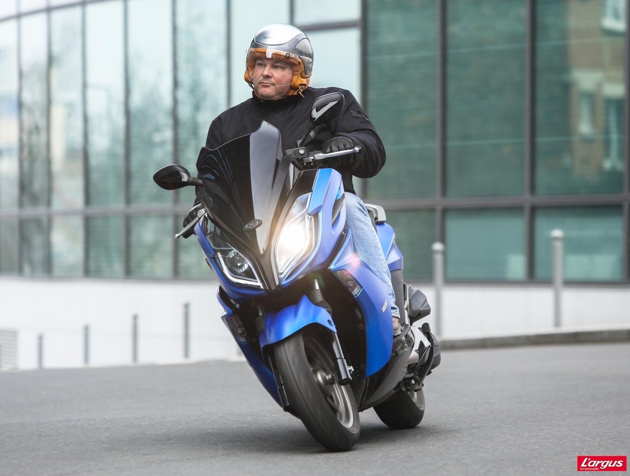un scooter sportif taiwanais aux standards japonais aide m canique et panne moto auto. Black Bedroom Furniture Sets. Home Design Ideas