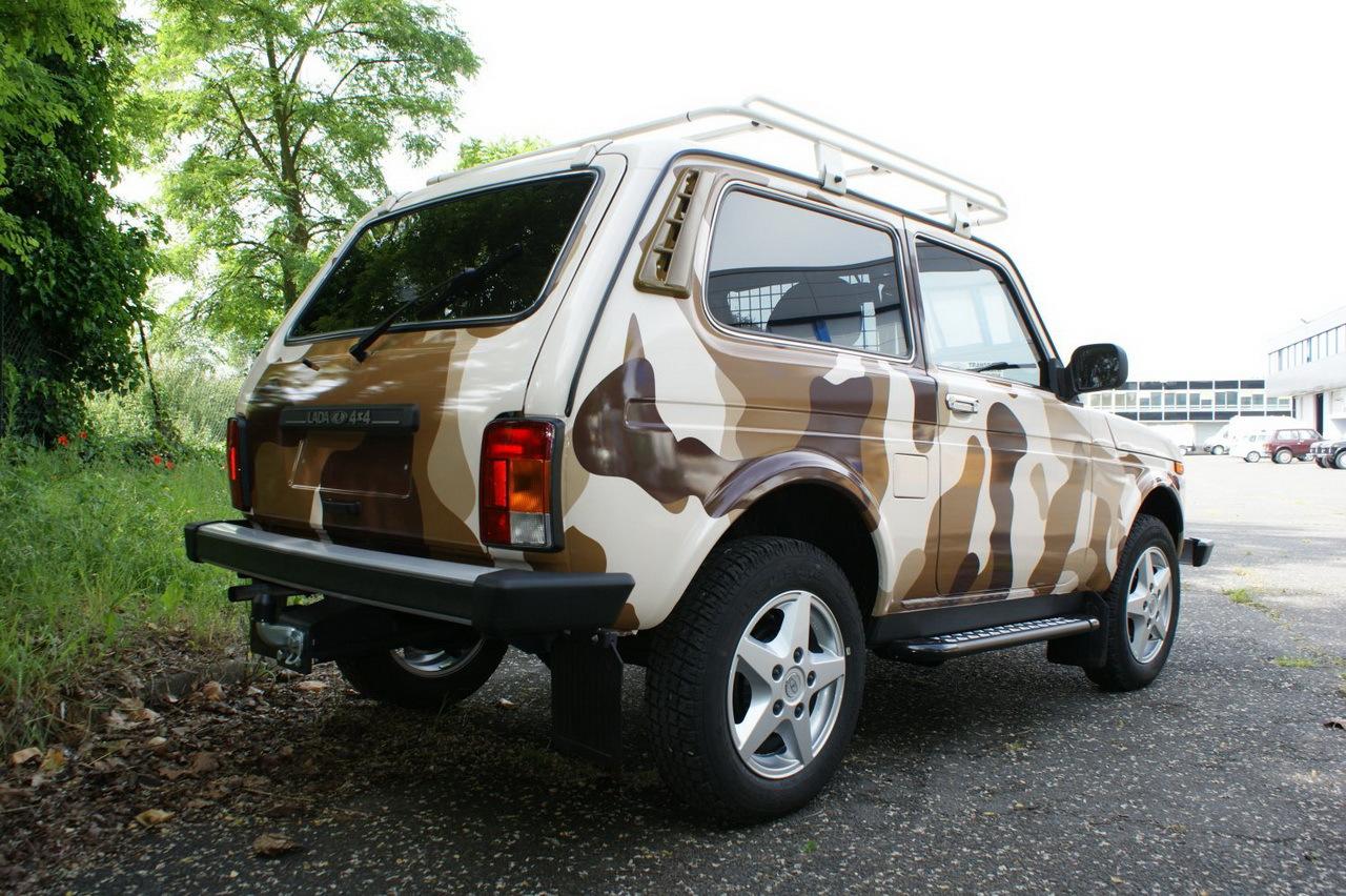 Lada niva kamouflage discret restylage l 39 argus for Lada 07 salon
