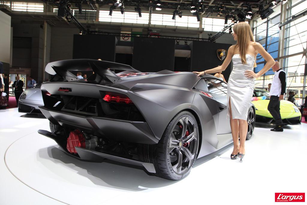 Lamborghini Sesto Elemento Carbonisee Salon De L Auto 2010