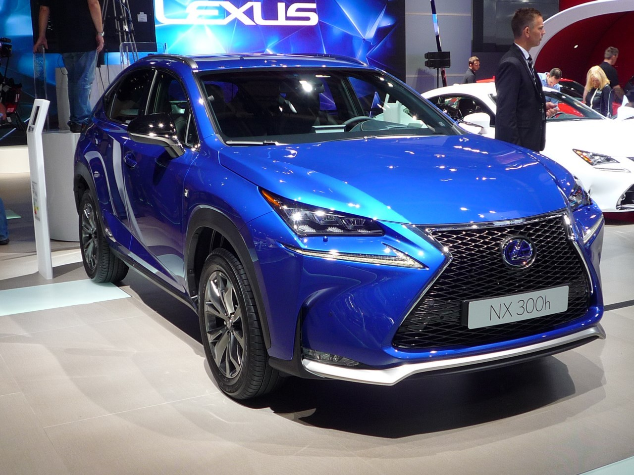 mondial auto 2014 le lexus nx en mode star au salon de paris l 39 argus. Black Bedroom Furniture Sets. Home Design Ideas