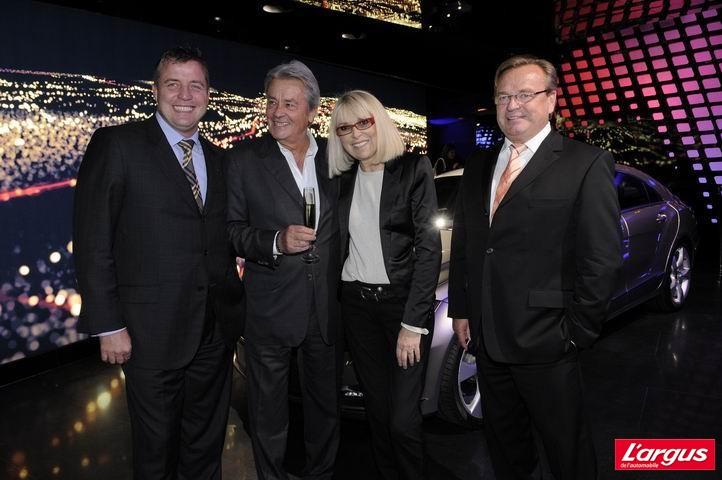 Alain Delon inaugure la Mercedes-Benz Gallery MB6