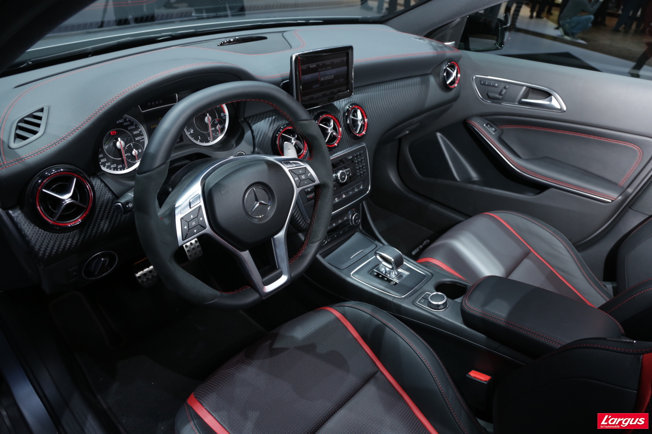 Mercedes benz classe a classe a 45 amg un quatre for Mercedes classe m interieur