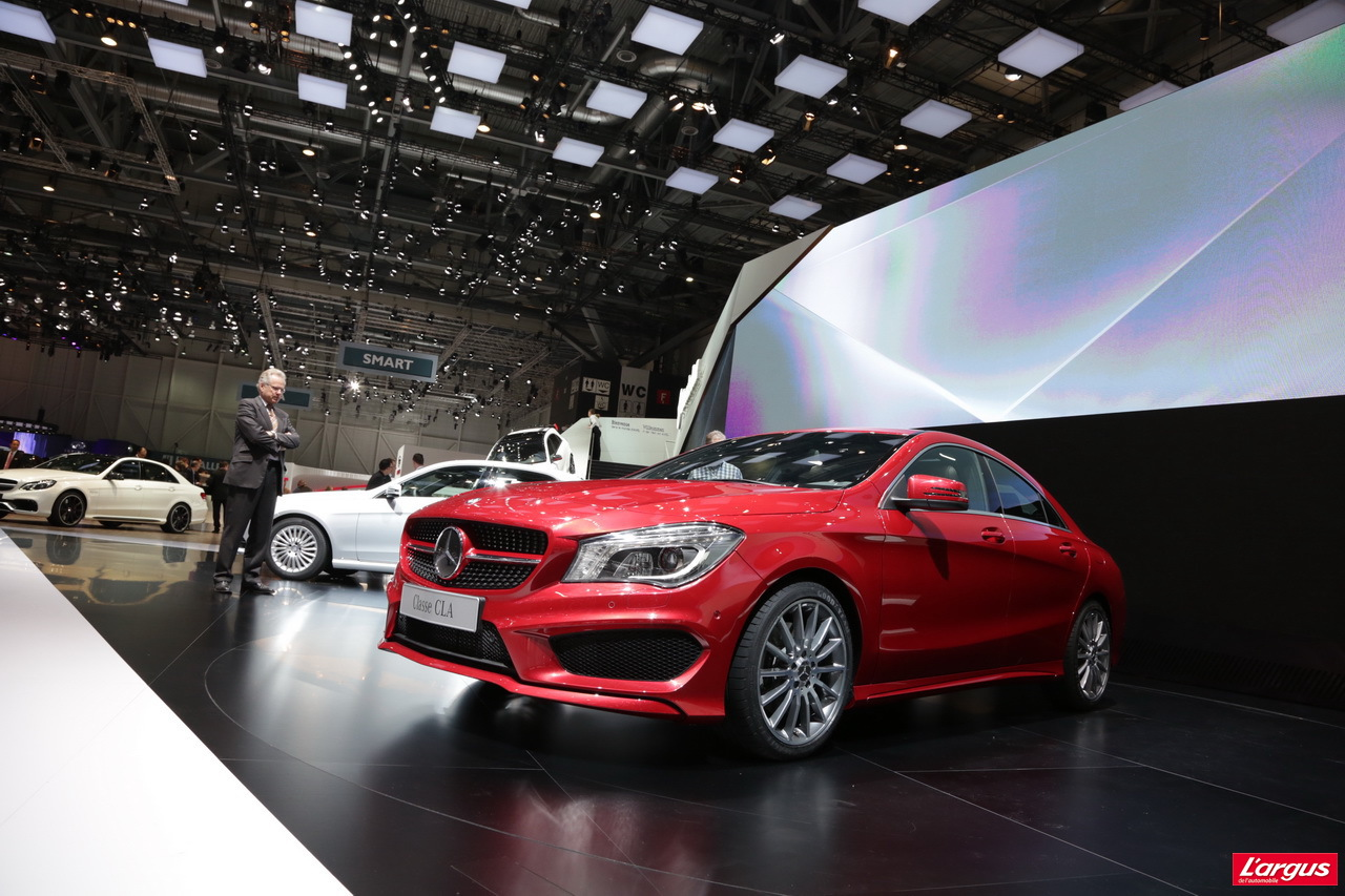 nouvelle mercedes cla une cls en miniature photo 23 l 39 argus. Black Bedroom Furniture Sets. Home Design Ideas