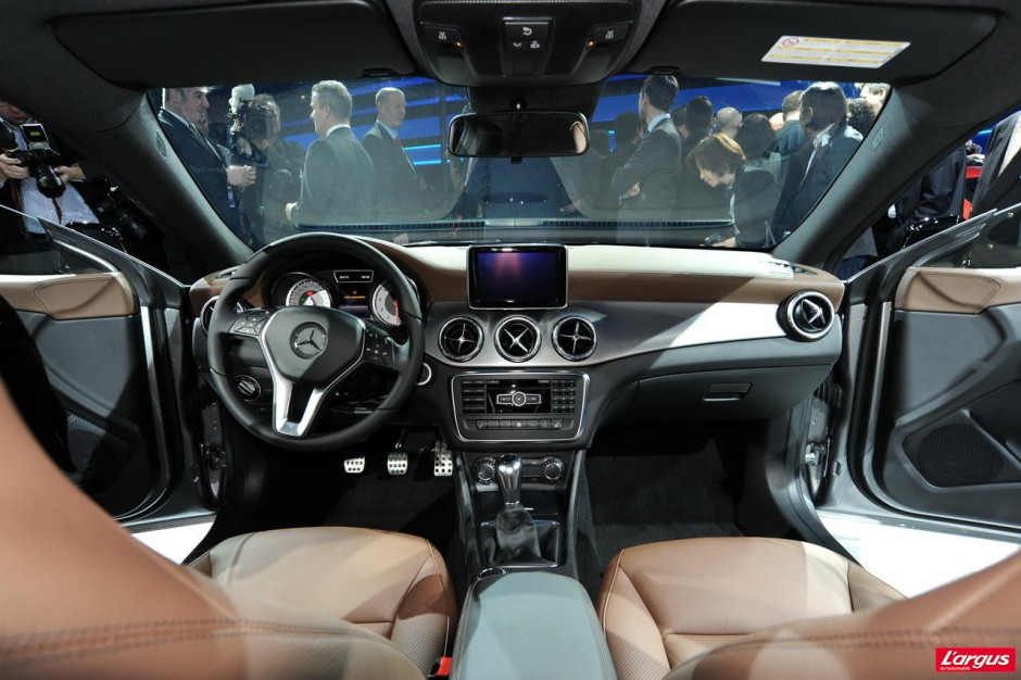 nouvelle mercedes cla une cls en miniature photo 31 l 39 argus. Black Bedroom Furniture Sets. Home Design Ideas