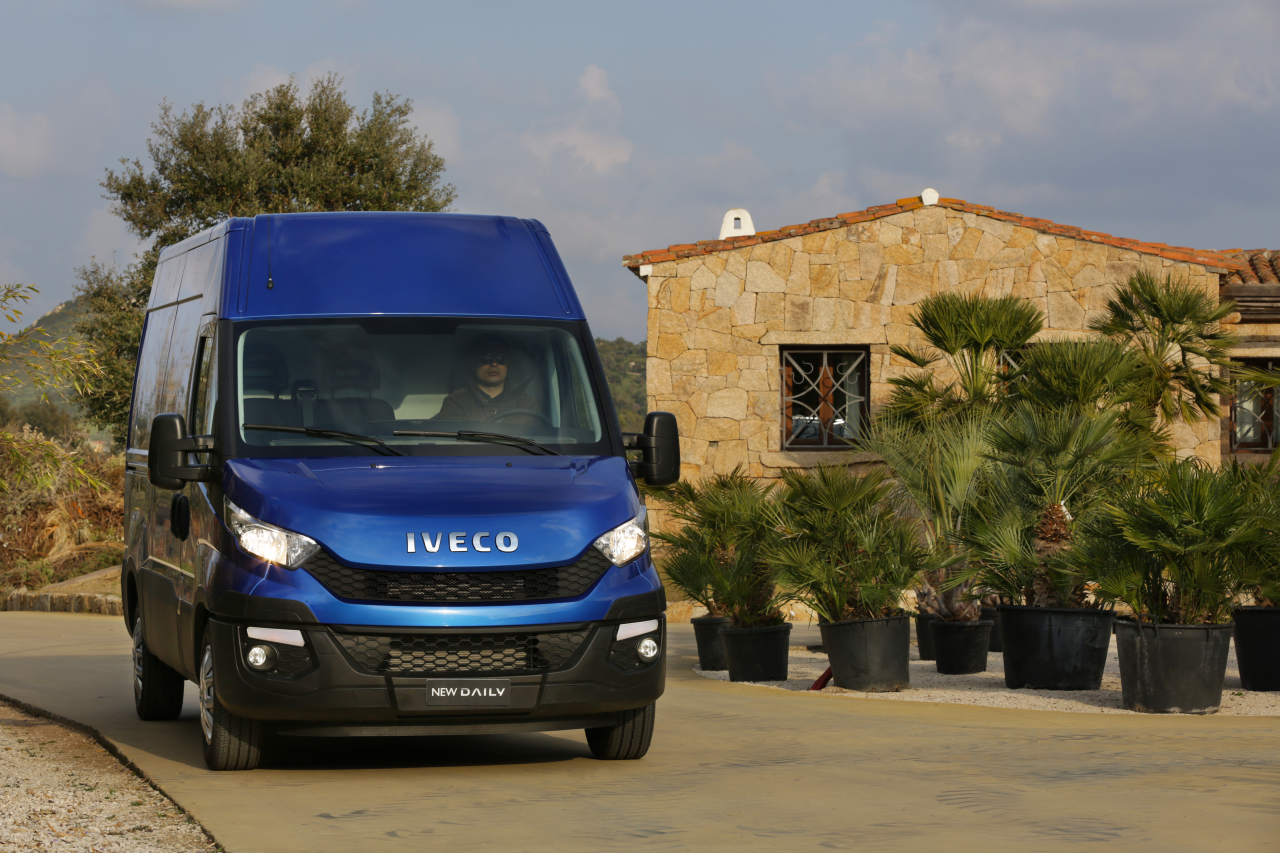 iveco daily 2014 pour du nouveau c 39 est du nouveau l. Black Bedroom Furniture Sets. Home Design Ideas