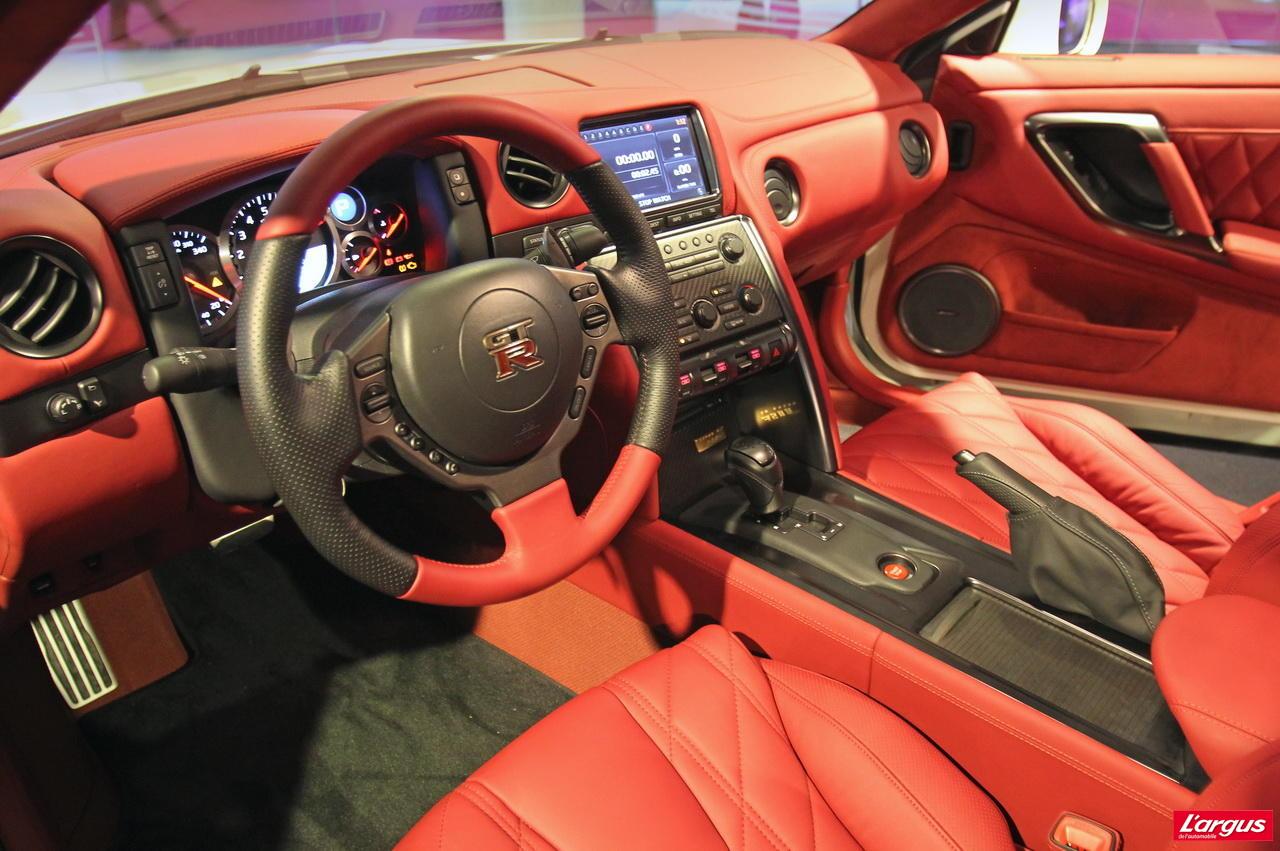 nissan gt r la nouvelle nissan gtr spec m sera d voil e apr s le mondial salon de l 39 auto 2010. Black Bedroom Furniture Sets. Home Design Ideas