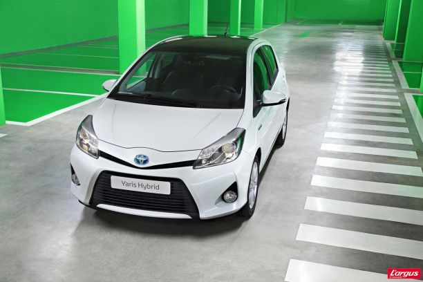 toyota yaris hybride partir de 16 500 l 39 argus. Black Bedroom Furniture Sets. Home Design Ideas