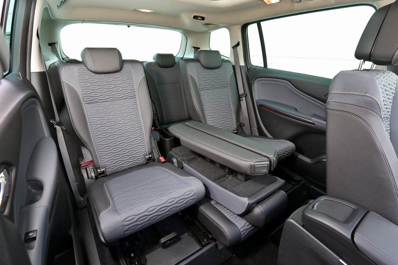 Opel zafira tourer laquelle choisir for Interieur zafira tourer