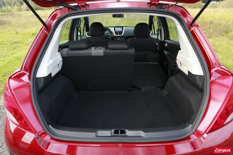 la suzuki swift affronte la peugeot 207 photo 12 l 39 argus. Black Bedroom Furniture Sets. Home Design Ideas
