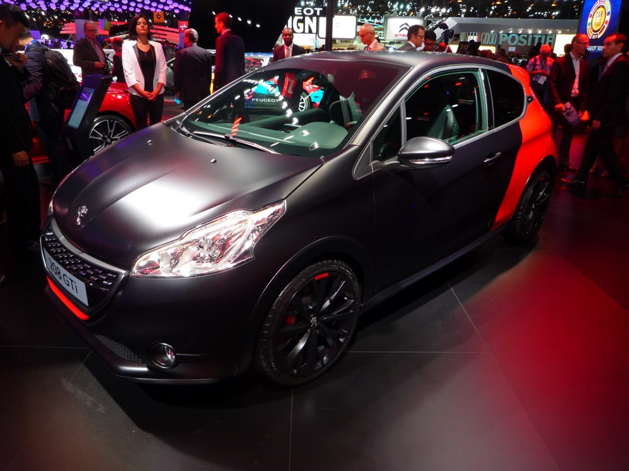 nouvelle peugeot 208 gti 30th photos et vid o au mondial de l 39 auto photo 1 l 39 argus. Black Bedroom Furniture Sets. Home Design Ideas